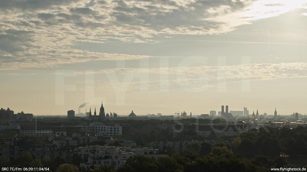 München Westpark Frauenkirche Skyline Zuflug morgens 2