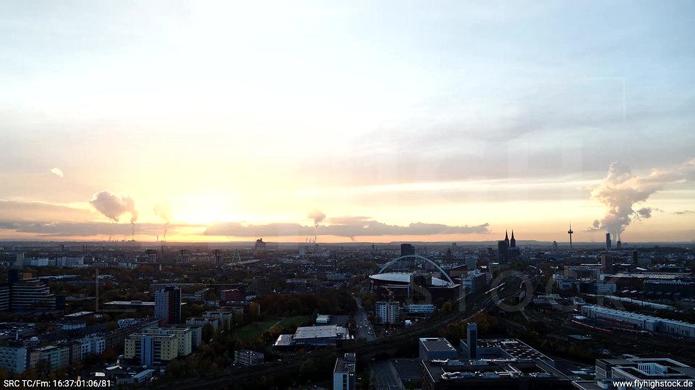 Köln Bürgerpark Dom Skyline Parallelflug abends C030_C018
