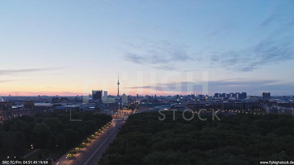 Berlin Tiergarten Brandenburger Tor Zuflug morgens D028_C003