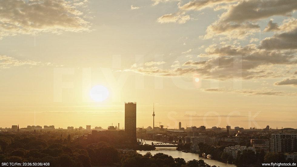 Berlin Treptower Park Skyline Hub abends 2