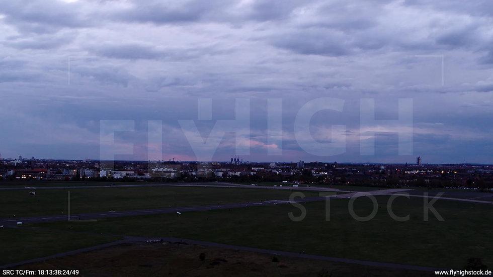 Berlin Flughafen Tempelhof Skyline tiefer Zuflug abends D007_C008