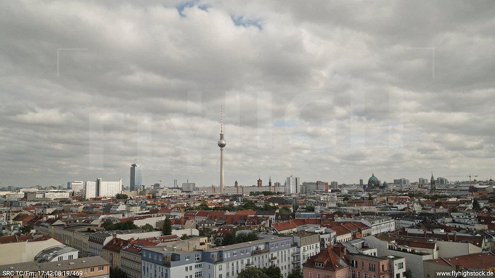 Berlin Volkspark am Weinberg Alexanderplatz Skyline Hub tagsüber