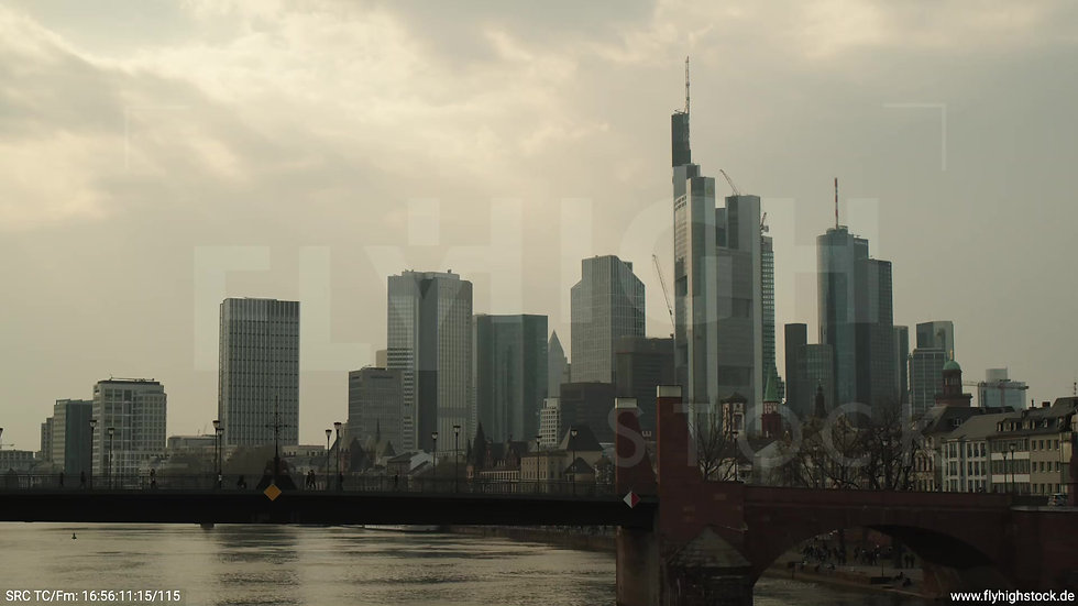 Frankfurt Alte Brücke Hub Skyline tagsüber 5