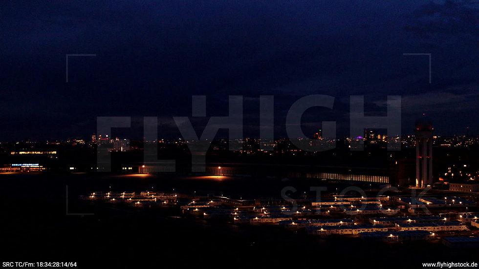 Berlin Flughafen Tempelhof Skyline Zuflug abends D009_C002