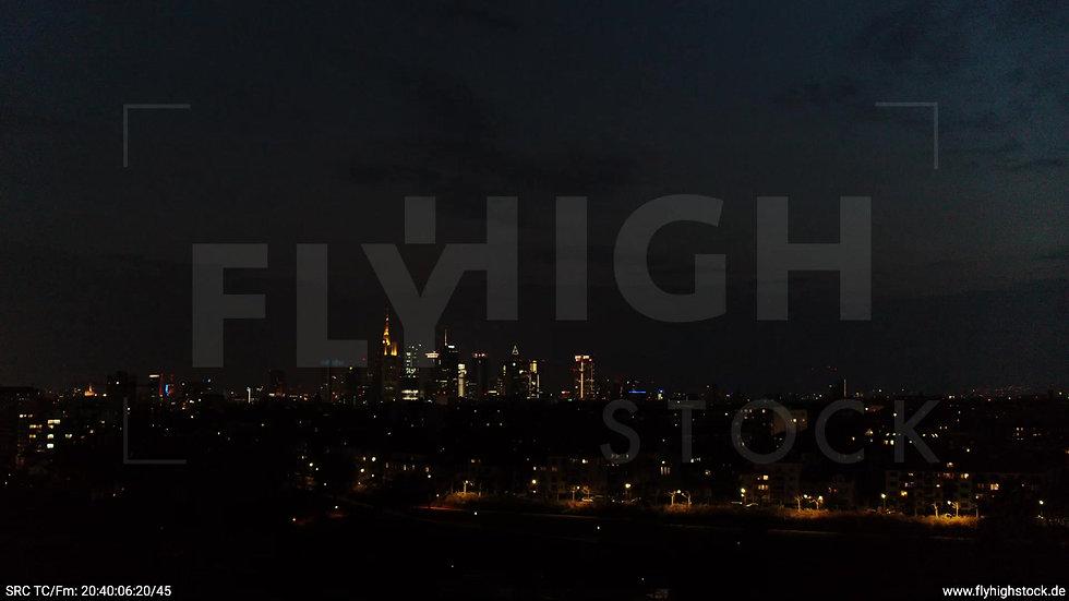 Frankfurt Ostpark tiefer Zuflug Skyline nachts