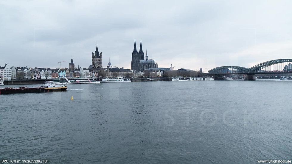 Köln Kennedy-Ufer Skyline Zuflug nach oben tagsüber 2