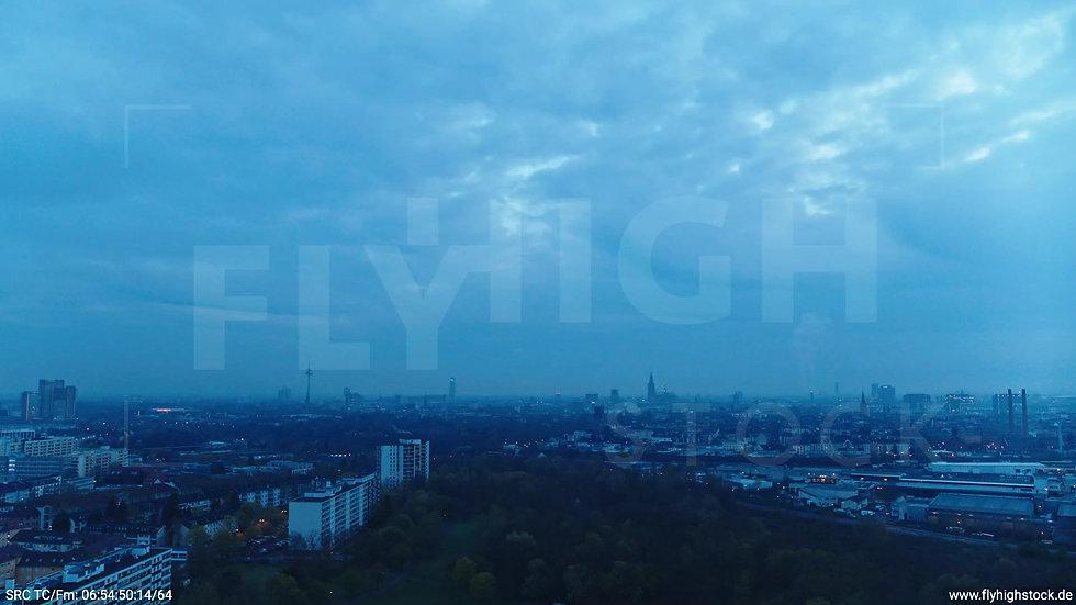 Köln Vorgebirgspark Skyline Zuflug morgens 8