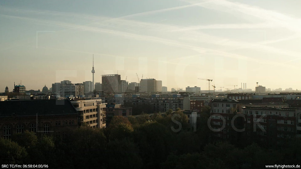 Berlin Hallesches Ufer Skyline Zuflug nach oben morgens 2
