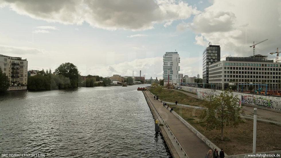 Berlin East Side Gallery Skyline Hub tagsüber