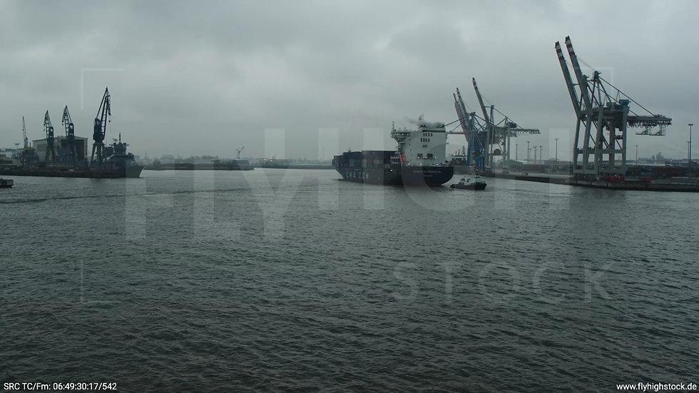 Hamburg Hafen Aufzieher Containerhafen mit Schiff 2