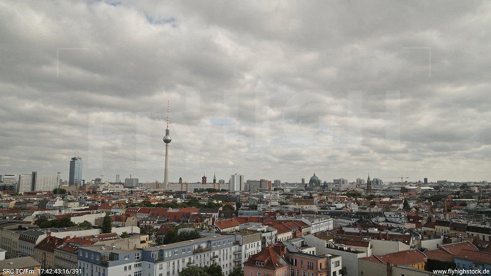 Berlin Volkspark am Weinberg Alexanderplatz Skyline Hub tagsüber 2