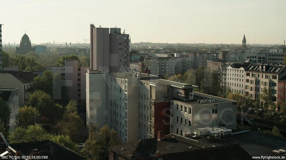 Berlin Hallesches Ufer Tempelhof Skyline tiefer Parallelflug morgens