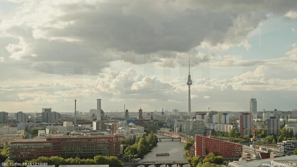 Berlin East Side Gallery Skyline Rückflug tagsüber 8