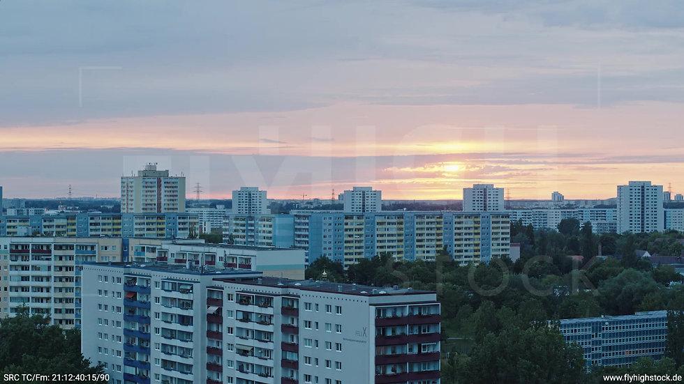 Berlin Marzahn Stadtteil-Shot Parallelflug abends 4