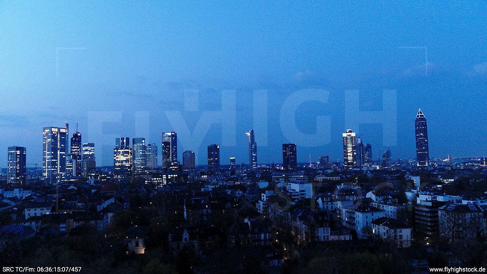 Frankfurt Grüneburgpark Hub Skyline morgens 5
