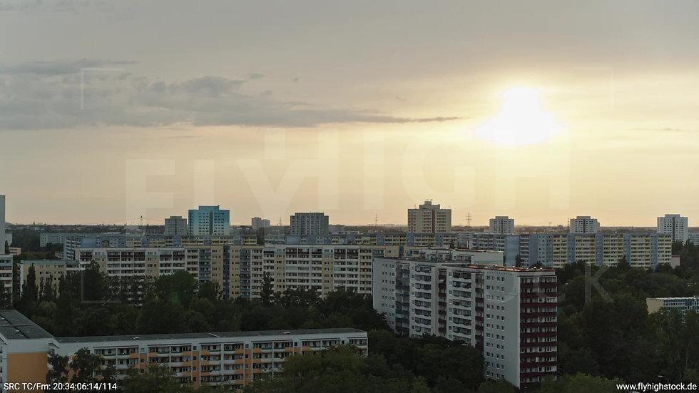 Berlin Marzahn Stadtteil-Shot Parallelflug abends 2