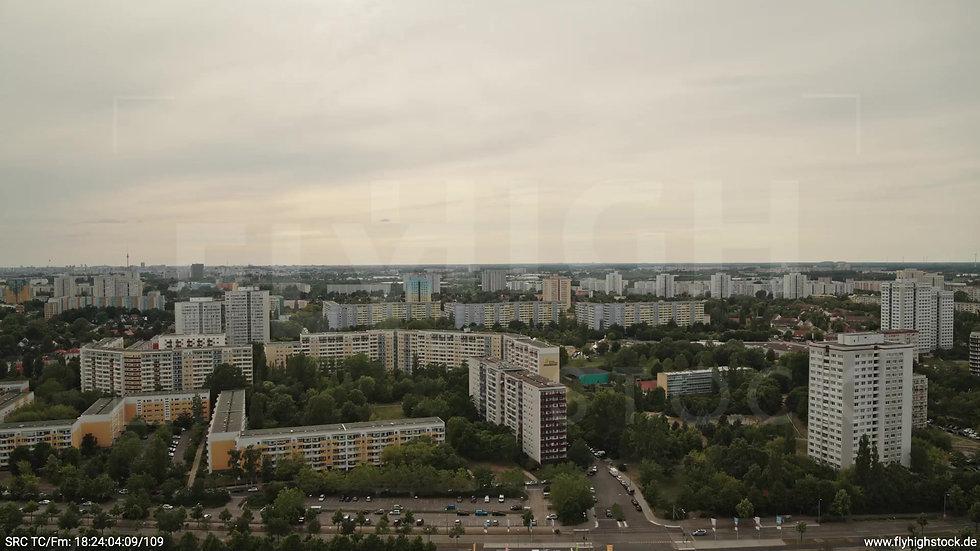 Berlin Marzahn Skyline Rückflug nach oben tagsüber
