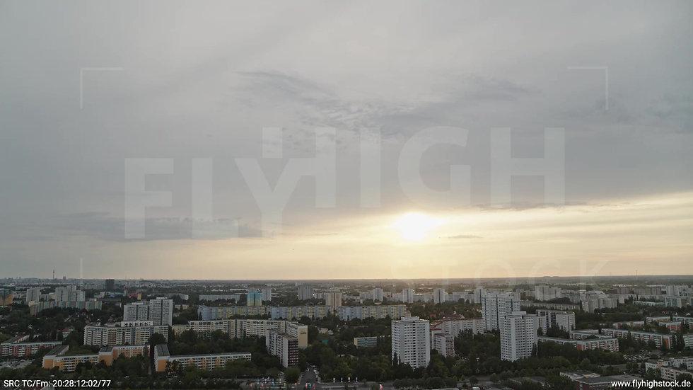 Berlin Marzahn Skyline Zuflug nach unten abends 2