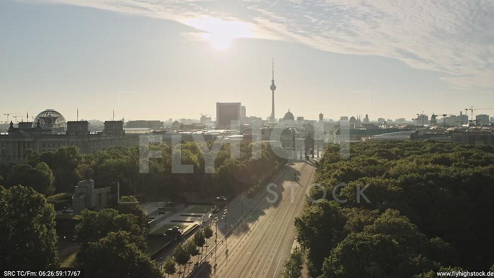 Berlin Tiergarten Brandenburger Tor tiefer Zuflug morgens D030_C012