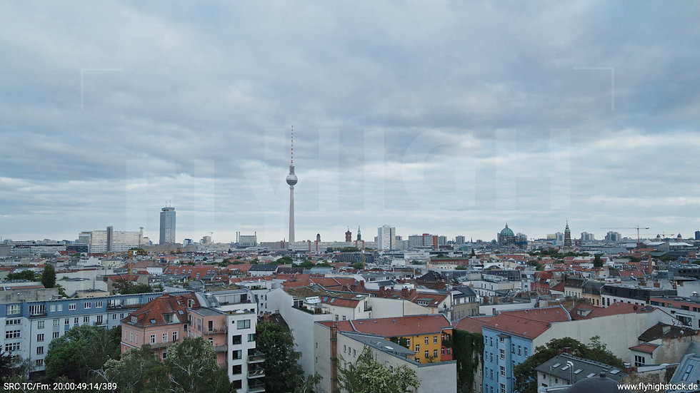 Berlin Volkspark am Weinberg Alexanderplatz Skyline Hub abends 2