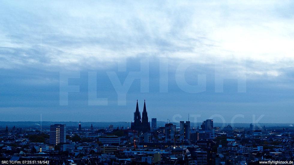 Köln Innerer Grüngürtel Skyline Hub morgens C025_C015