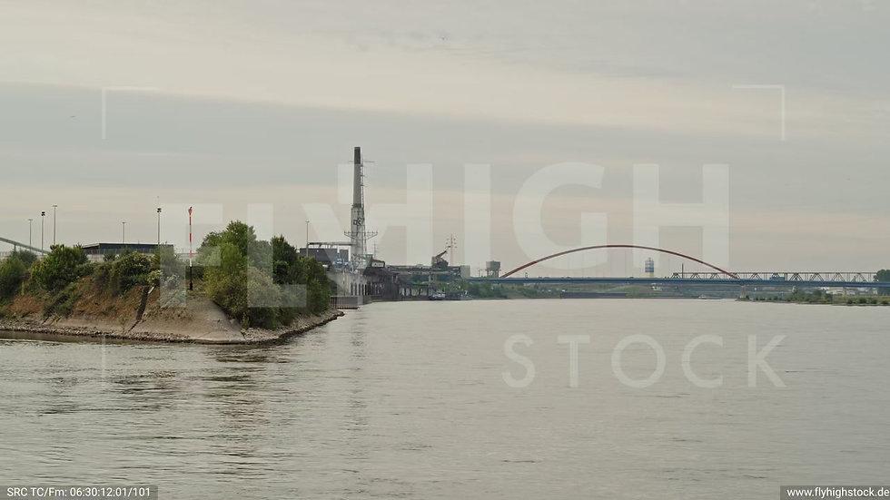 Duisburg Parallelhafen Zuflug nach oben G008_C009