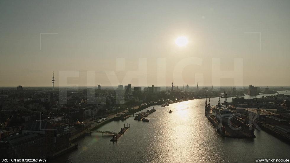 Hamburg Altonaer Holzhafen Skyline Zuflug morgens 3