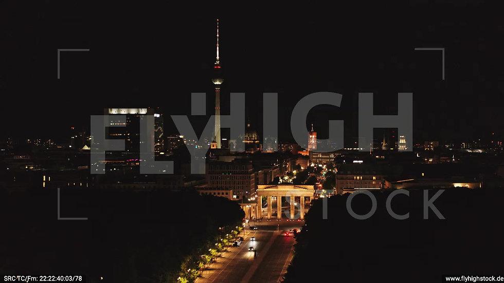 Berlin Tiergarten Brandenburger Tor Zuflug nachts D044_C004