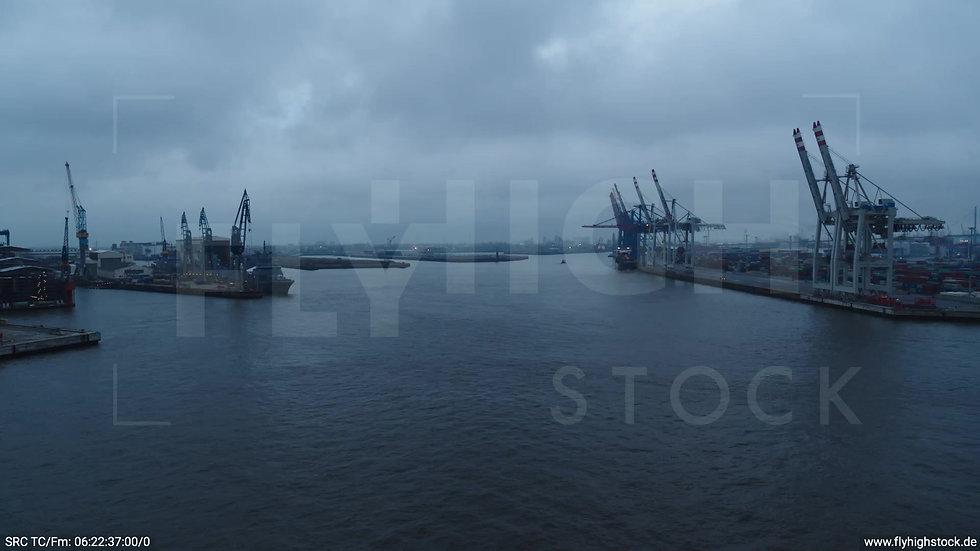 Hamburg Hafen Zuflug Containerhafen morgens