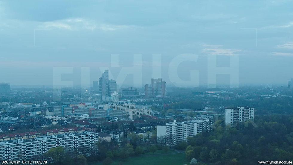Köln Vorgebirgspark Justiz Skyline Zuflug morgens 2