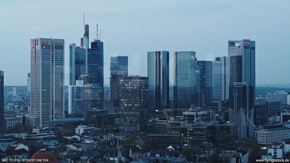Frankfurt Grüneburgpark Parallelflug Skyline morgens 6