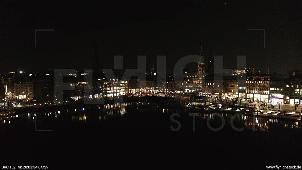 Hamburg Innenalster Zuflug Rathaus nachts 3