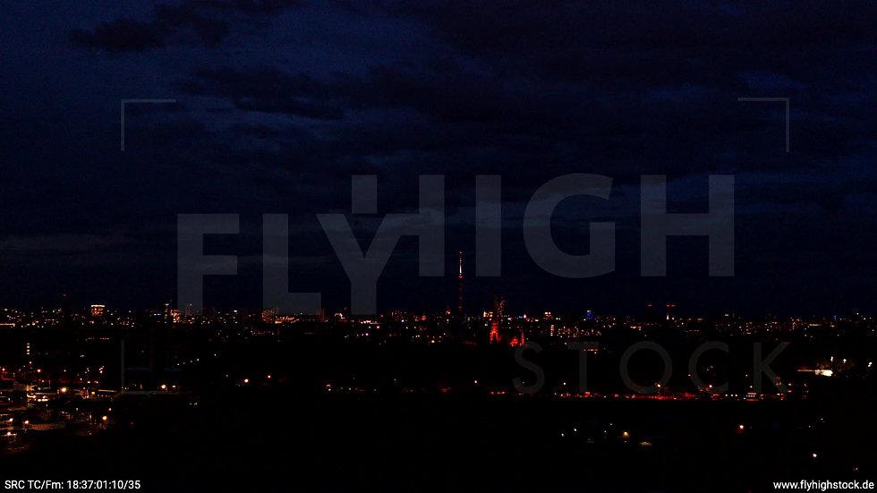 Berlin Flughafen Tempelhof Skyline Parallelflug abends D009_C006