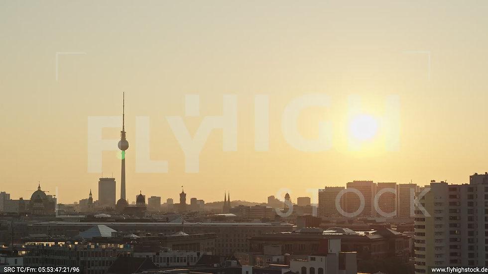 Berlin Potsdamer Platz Ost Skyline tiefer Parallelflug morgens D034_C018
