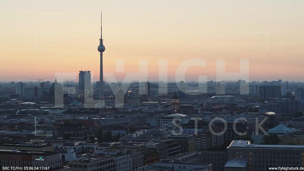 Berlin Potsdamer Platz Ost Skyline Parallelflug morgens D034_C001