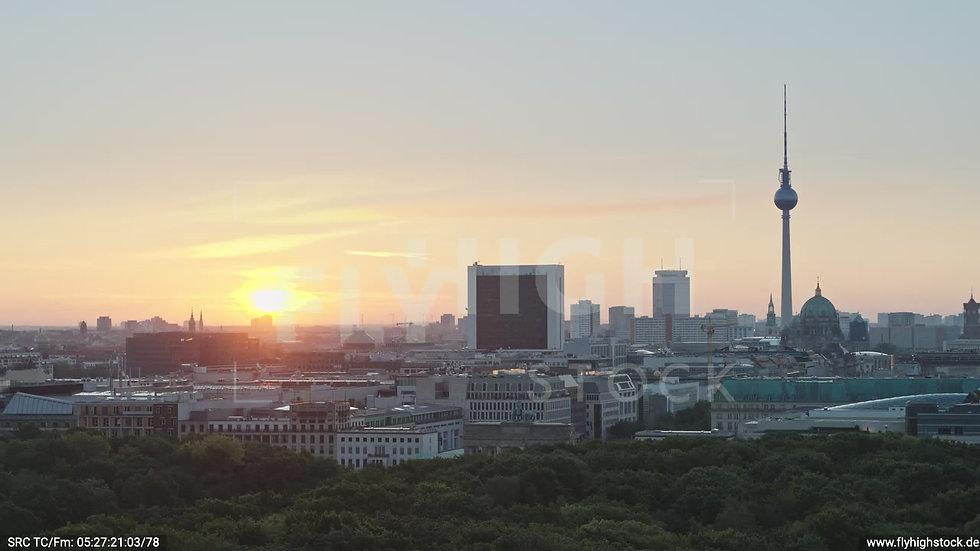 Berlin Tiergarten Brandenburger Tor Zuflug morgens D029_C004