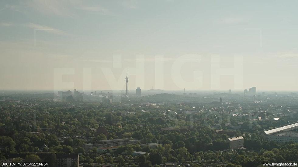 München Hirschgarten Olympiaturm Skyline Parallelflug morgens 2