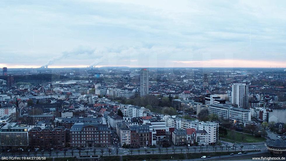 Köln Westufer Skyline Zuflug tagsüber 8