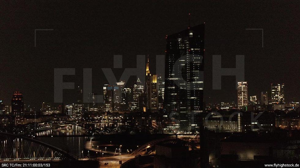 Frankfurt Osthafenbrücke Parallelflug Skyline nachts 5
