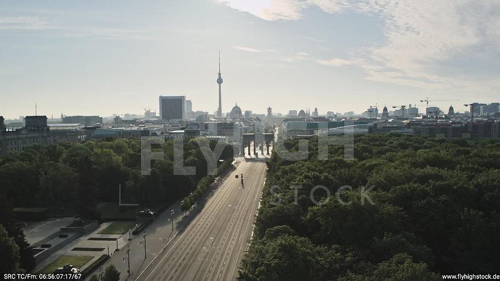 Berlin Tiergarten Brandenburger Tor tiefer Zuflug morgens D030_C015