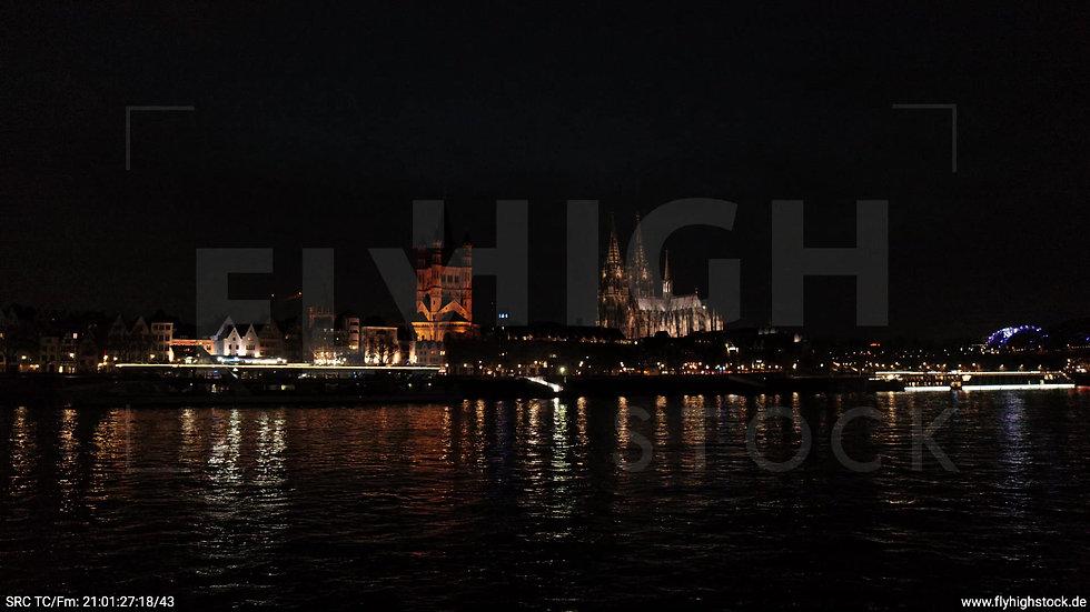 Köln Kennedy-Ufer Skyline tiefer Parallelflug abends