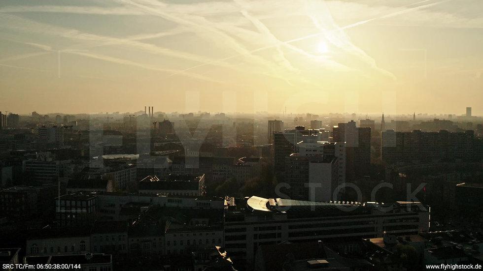 Berlin Hallesches Ufer Skyline Parallelflug morgens