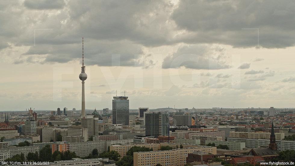 Berlin Volkspark Friedrichshain Alexanderplatz Skyline Hub tagsüber 6