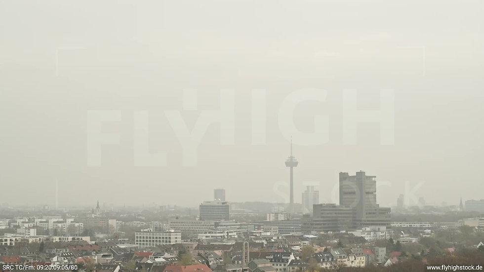 Köln Stadtwald DKV Skyline Parallelflug tagsüber