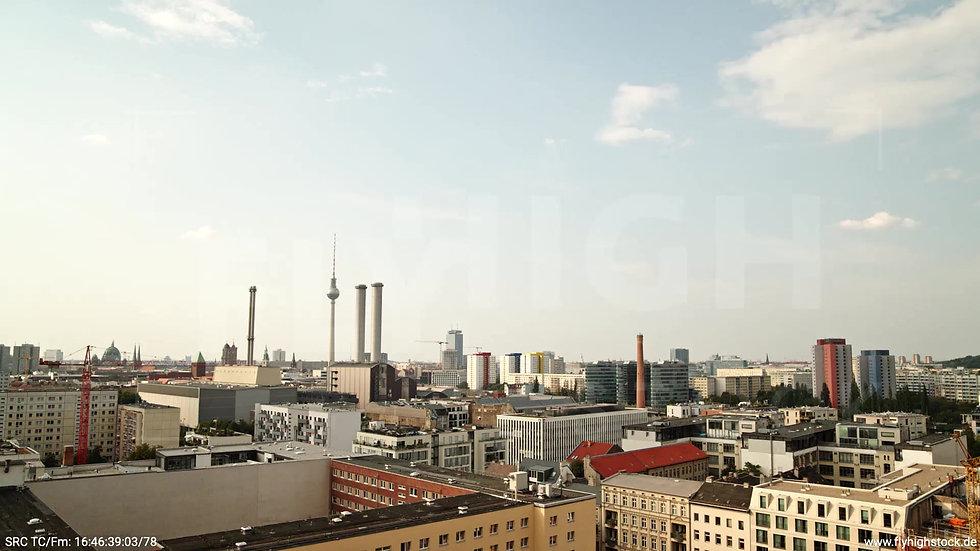 Berlin Köpenicker Str. Skyline tiefer Rückflug tagsüber D001_C027