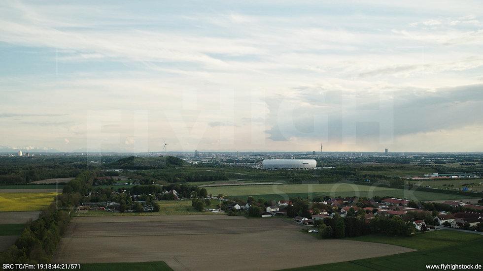 München Allianz Arena Skyline seitlicher Hub tagsüber 2