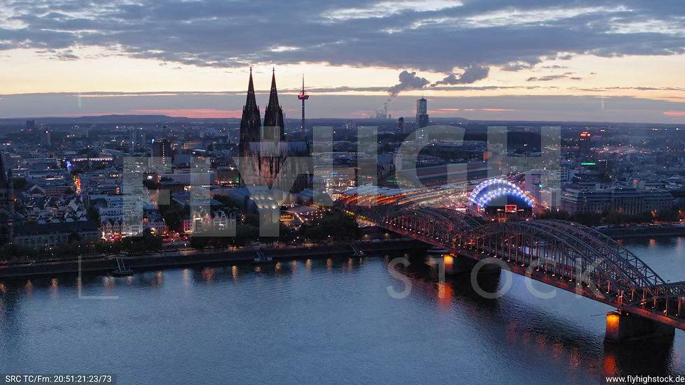 Köln LVR Parallelflug nach unten C037_C015