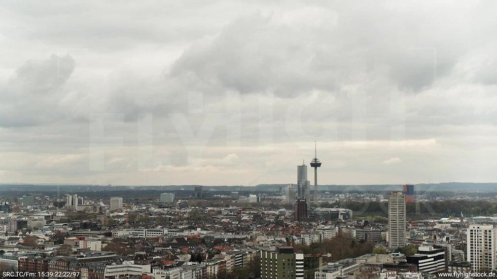 Köln Westufer Skyline Parallelflug tagsüber 4