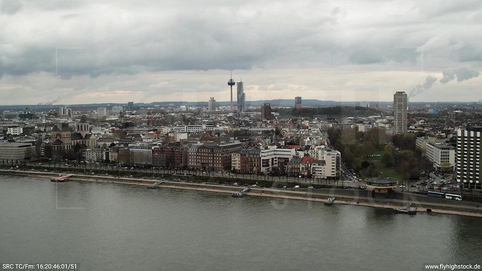Köln Westufer Skyline Zuflug tagsüber 6