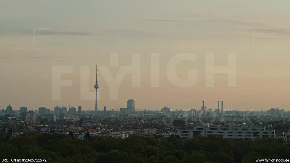 Berlin Hasenheide Skyline Zuflug morgens 5